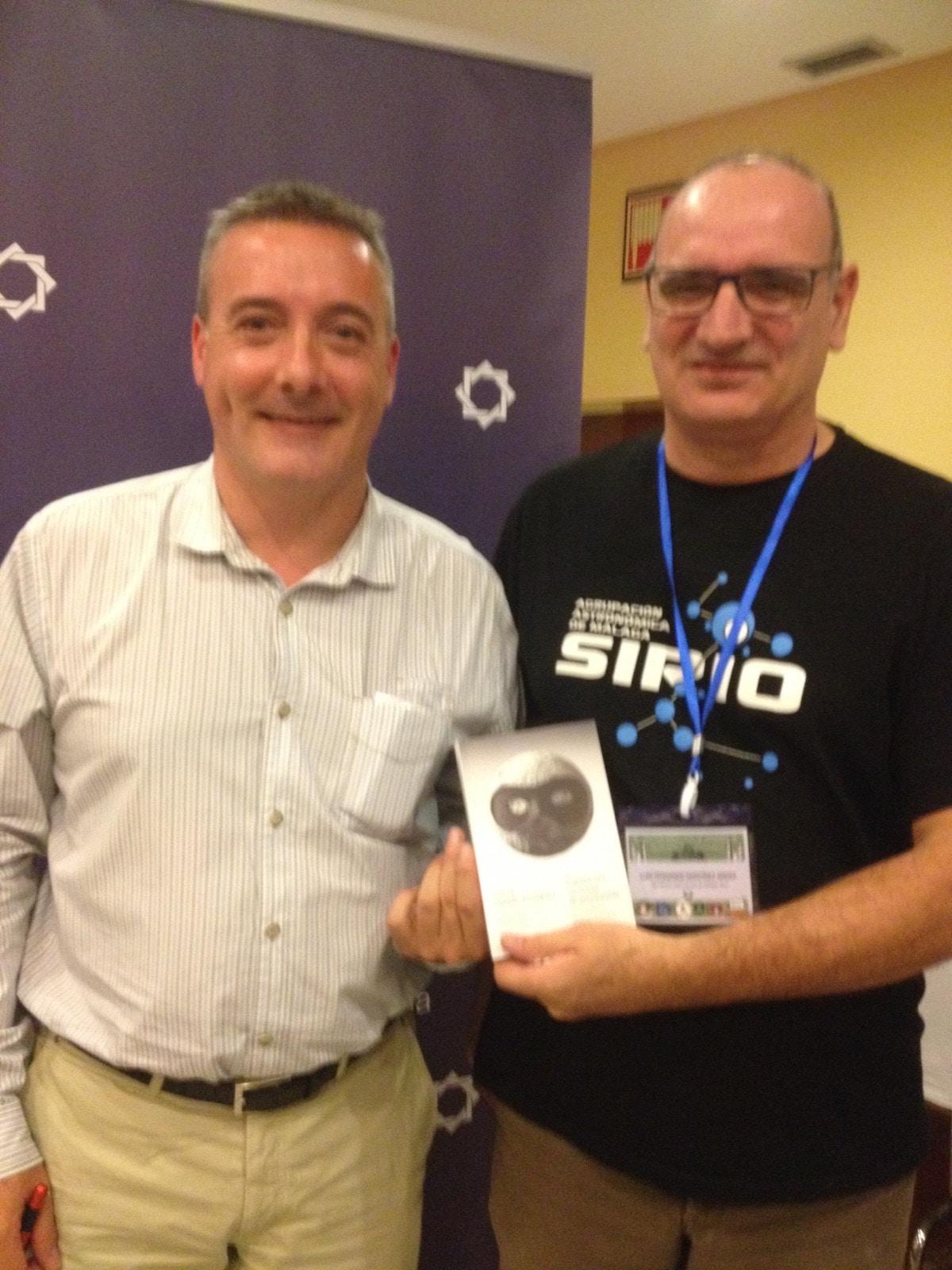 David Galadí junto a Luis Fernando Martínez, miembro de la Asociación Sirio.