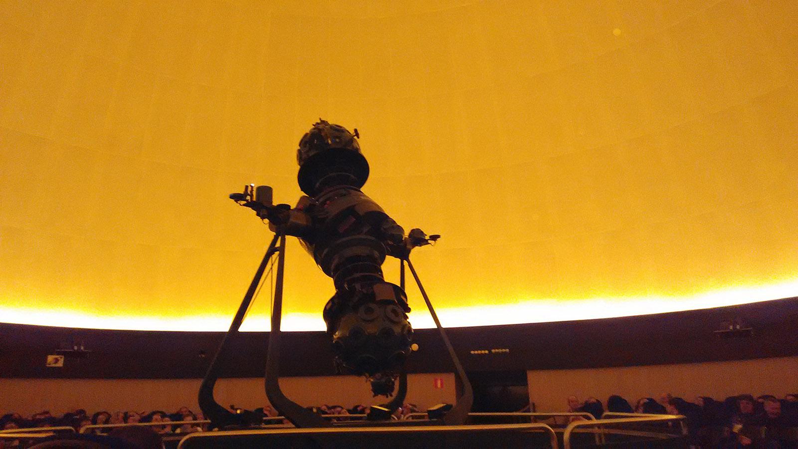El 'monstruo' proyector del Planetario, toda una proeza mecánica que nos permitió disfrutar de todo un espectáculo visual.